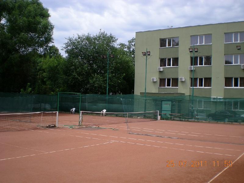 Terenuri de tenis - Liceul Mircea Eliade