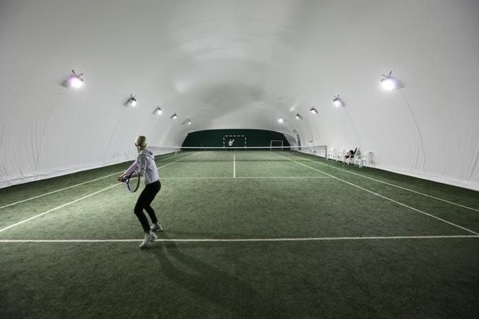 Teren de tenis la Hotel Traian
