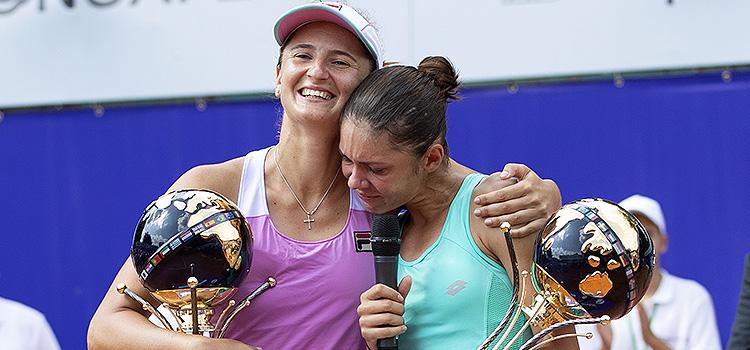 Trofeele la dublu rămân în România
