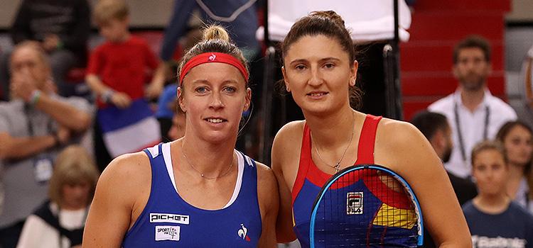 Imagini de la meciul Pauiline Parmentier - Irina-Camelia Begu, al patrulea al confruntării Franţa - România din semifinalele Fed Cup