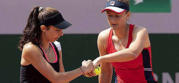Imagini de la meciul Irina-Camelia Begu, Mihaela Buzarnescu - Jelena Ostapenko, Lyudmyla Kichenok